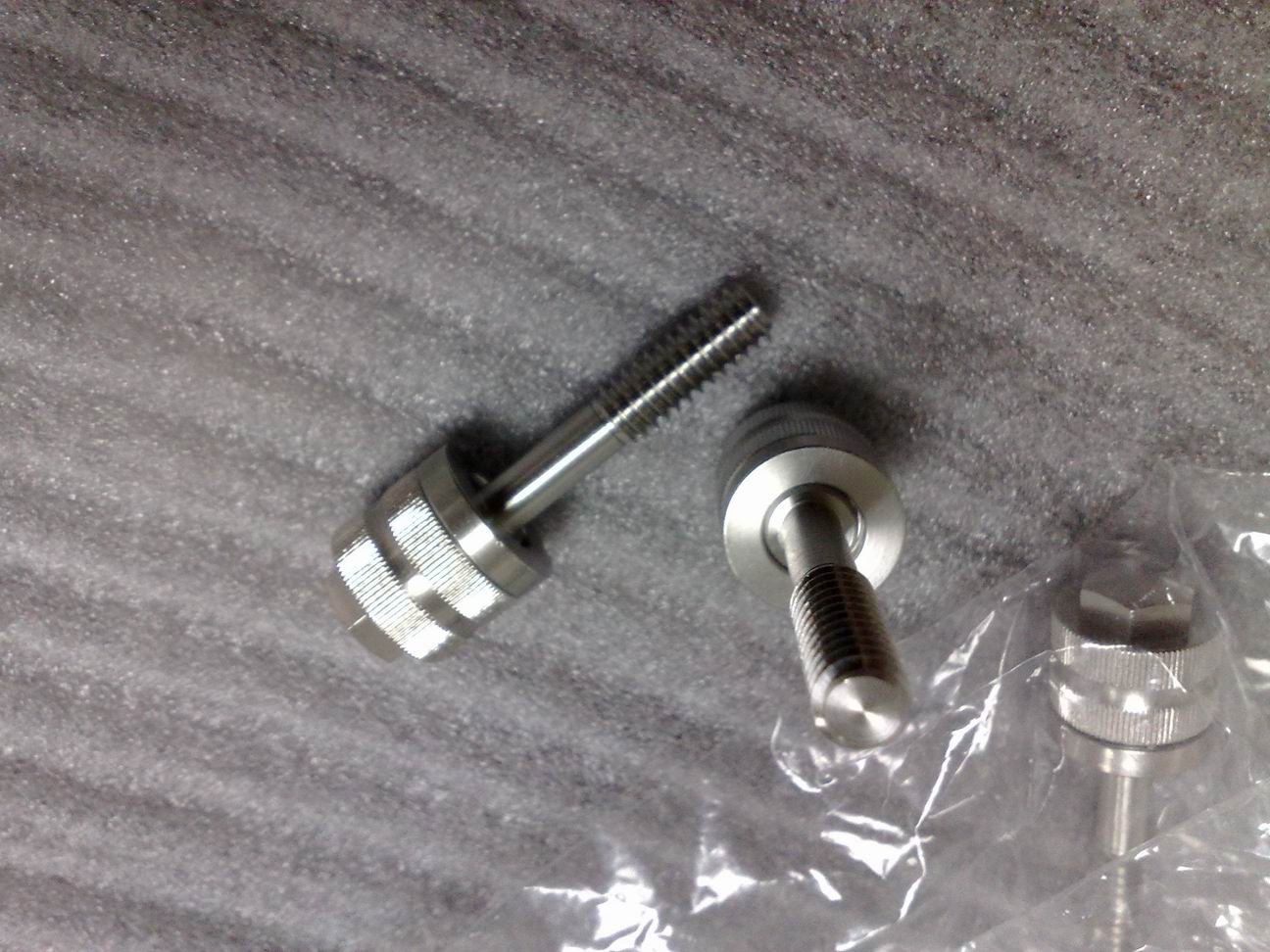 Custom design screws for Formfactor